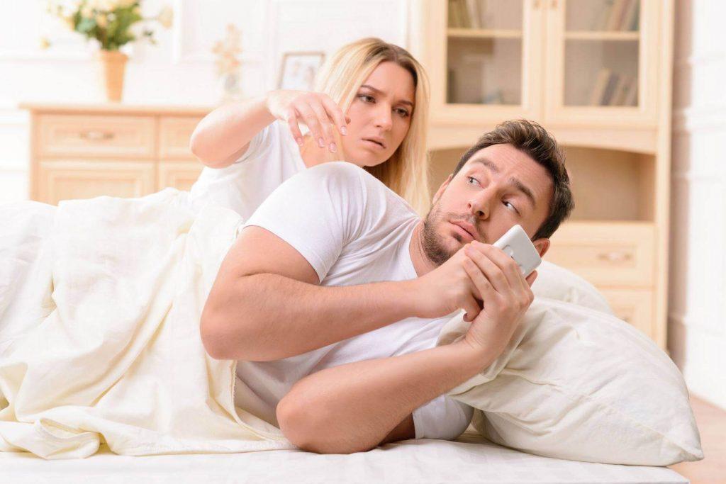 Изучить телефон мужа